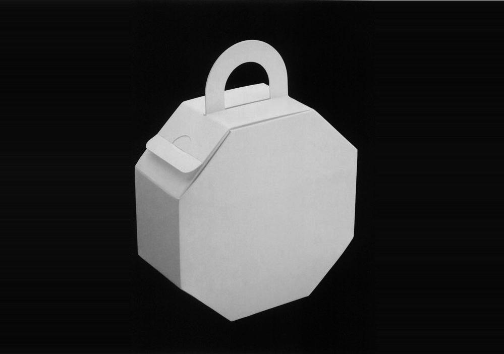 商品的外包装也越来越引起消费者的重视,很多结构合理,外形美观的包装能一下吸引住消费者,迅速的抢占市场先机,达到事半功倍的功效。尽管商品的外包装样式不段的推陈出新,但包装物本身的结构都是由那些最基础的包装结构演化而来的随着商品多样化的发展,商品的外包装也越来越引起消费者的重视,很多结构合理,外形美观的包装能一下吸引住消费者,迅速的抢占市场先机,达到事半功倍的功效。尽管商品的外包装样式不段的推陈出新,但包装物本身的结构都是由那些最基础的包装结构演化而来的,各种结构分类无论对包装结构设计师还是初入此行的同行都大